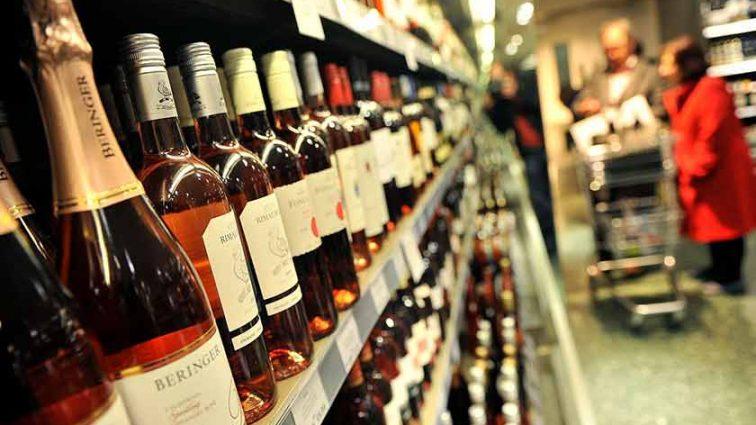 Украинцы перестали покупать алкоголь: хорошо ли это на самом деле?
