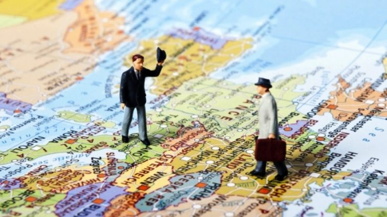 В поисках работы за границу, каждые 30 секунд выезжает один украинец