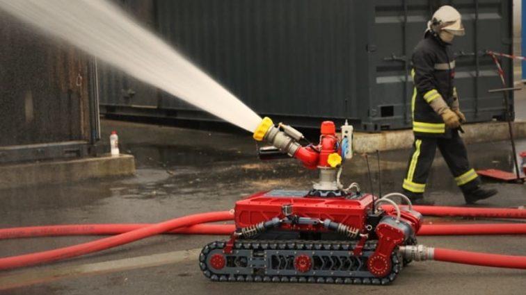 Японские инженеры создали пожарного-робота, который может в воздухе тушить огонь