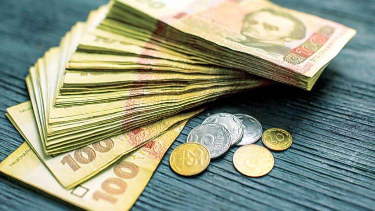 «Доходы всех членов семьи»: новые правила начисления субсидий шокировали страну