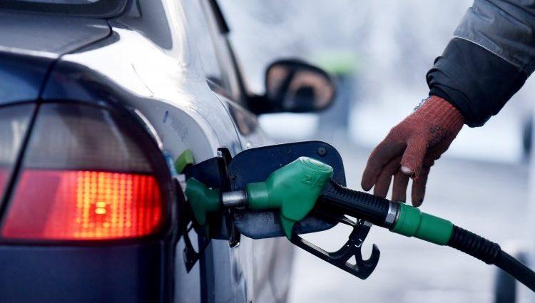 Когда и на сколько ?: В Украине снова подорожает бензин