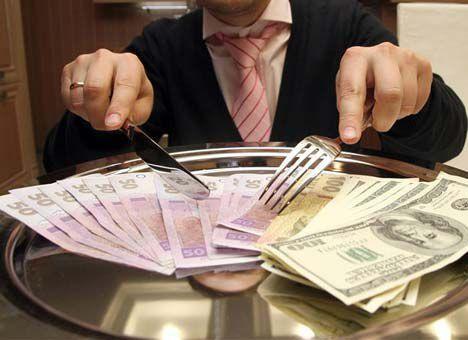 Премии в госслужащих: правительство решило судьбу миллионных выплат