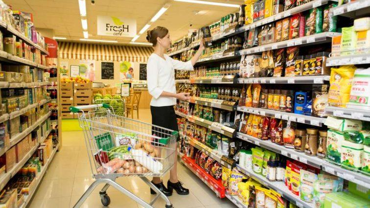 Должны ли украинцы платить за поврежденный товар в супермаркете и как обманывают покупателей
