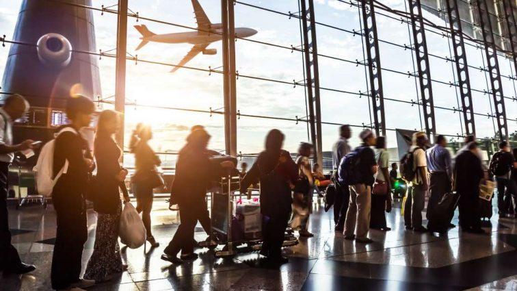 Отпуск в аэропорту: Кто должен компенсировать внеплановые расходы