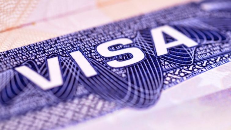 Новые правила: украинцам изменили условия получения канадской визы