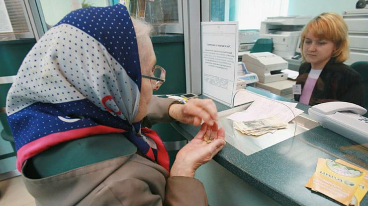 Работать или получать минимальную пенсию: перед украинцами поставили тяжелый выбор