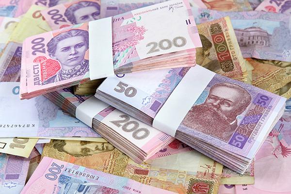 У кого из украинцев будут продолжать расти зарплаты