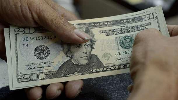 Доллар немного подешевел к началу осени: новый официальный курс