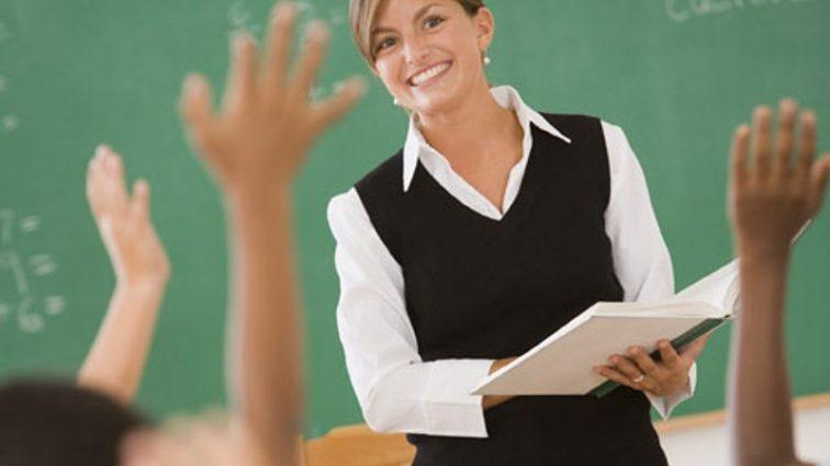 Стало известно когда и на сколько повысят зарплату учителям