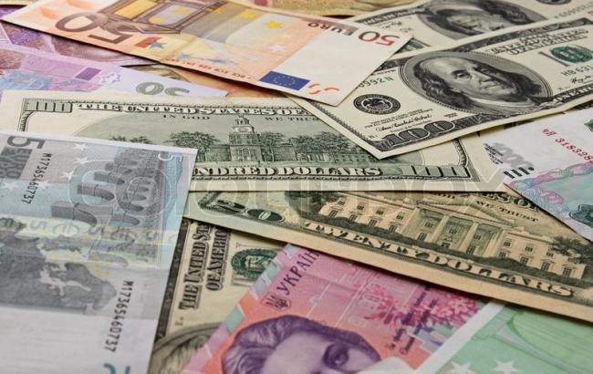 Нацбанк установил курс валют на выходные: доллар и евро снова подорожали