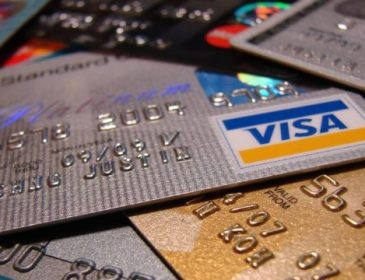 Стало известно как мошенники проводят махинации с банковскими карточками
