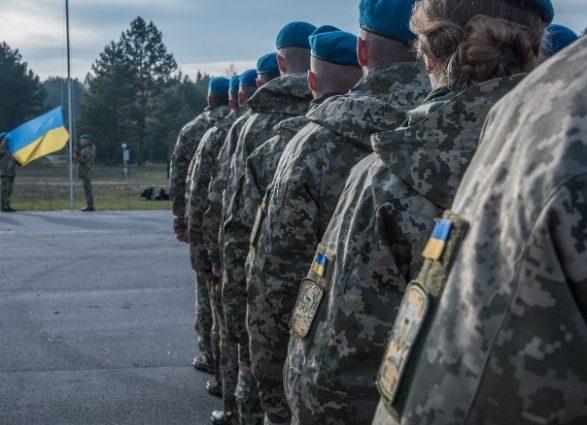 Стало известно когда и насколько поднимут зарплату военнослужащим
