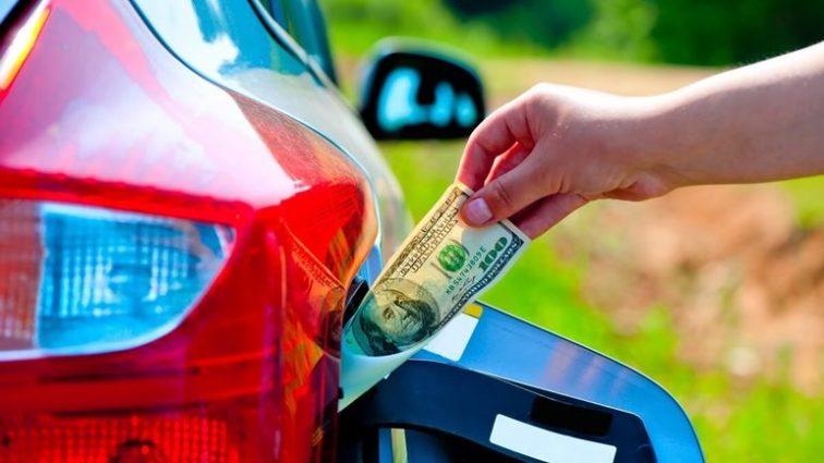 На украинцев снова ждет резкое подорожание бензина: когда и на сколько вырастут цены?