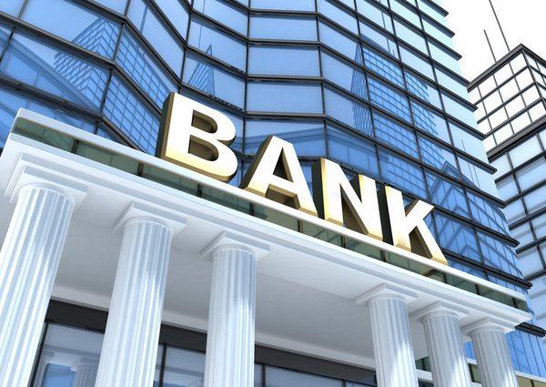 Стало известно почему банки массово закрывают отделения