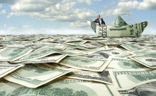 Курс валют на 26 августа: доллар заставит украинцев волноваться