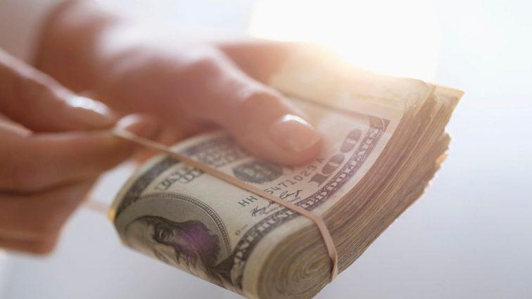 Кому обещают надбавку к зарплате уже с 1 сентября