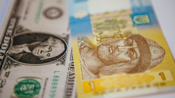В Украине доллар и евро упали в цене