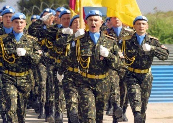 Порошенко пообещал военным повысить их зарплаты в 2019 году