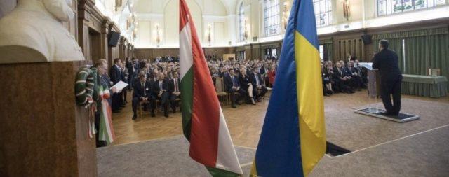 «Продались за бокал шампанского!»: Венгрия массово выдает паспорта украинцам