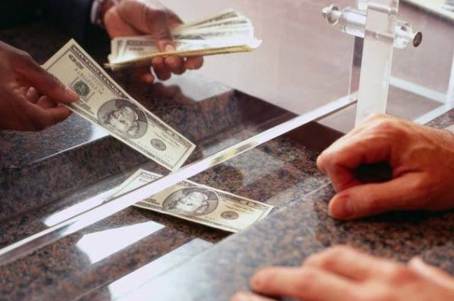 Что происходит с гривной: доллар дает надежду украинцам