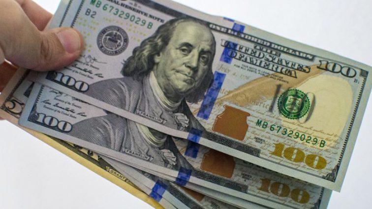 Доллар в Украине снова упал в цене