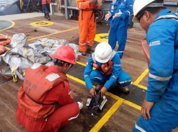 В море упал пассажирский самолет Boeing 737: 110 человек погибло, 3 — выжили