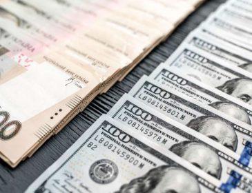 Национальная валюта начала неделю с укрепления к доллару