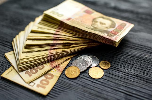 Названо количество украинцы, которые получают зарплату меньше 10 тысяч