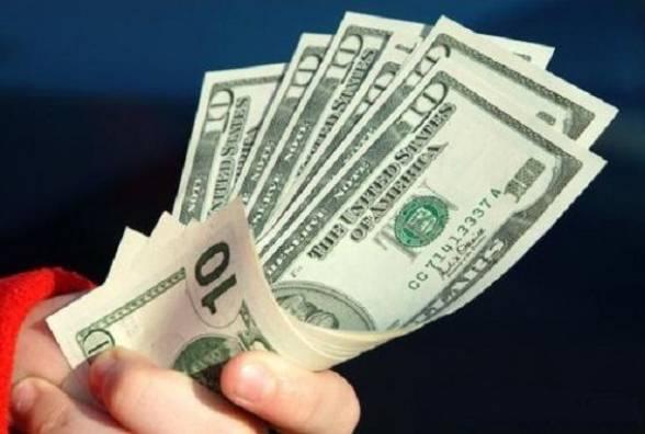Эксперт объяснил, стоит ли массово скупать доллар во время военного положения
