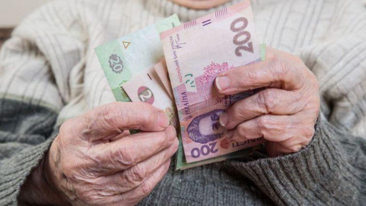 Повышение пенсий уже в декабре: кому из украинцев прибавят 600 грн