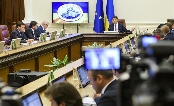 Кабинет Министров предложил снизить налоги на высокие зарплаты