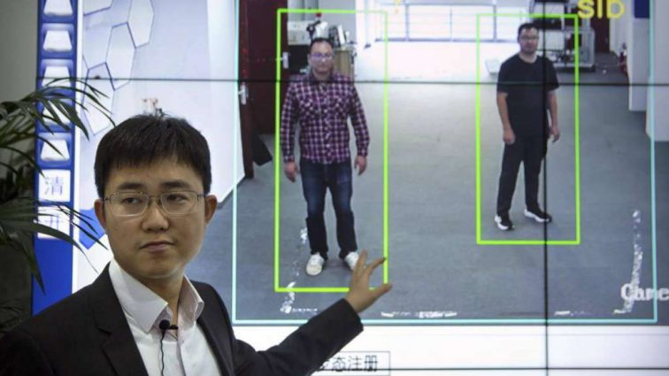 В Китае создали технологию более, чем за 14500000 $, распознающую людей по походке