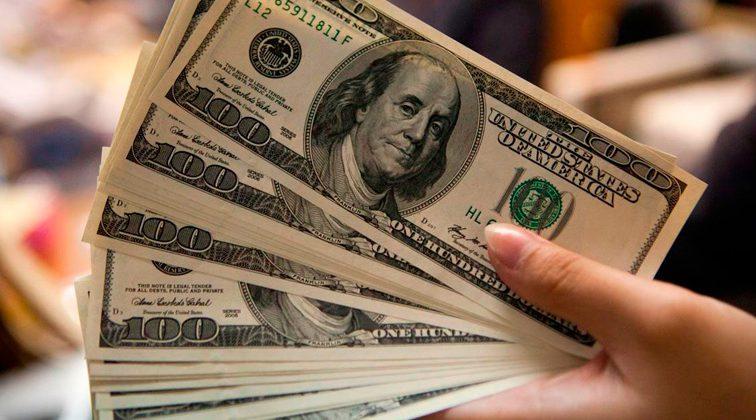 «Зеленый» подешевел за выходные: сколько стоит валюта в Украине сегодня