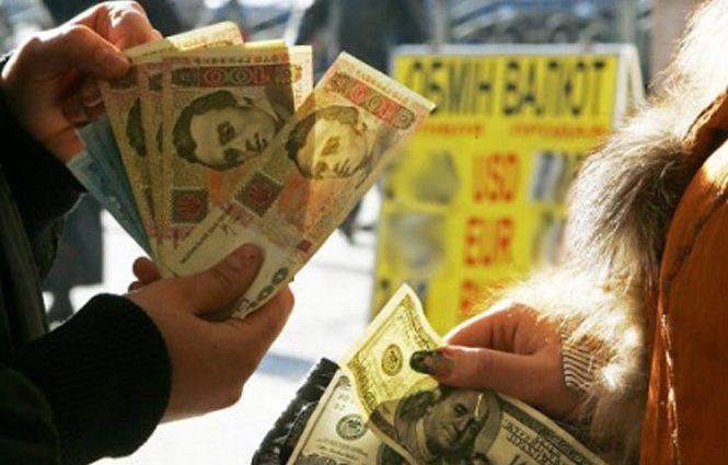 Гривна неуверенно, однако держится: свежий курс валют на 22 ноября