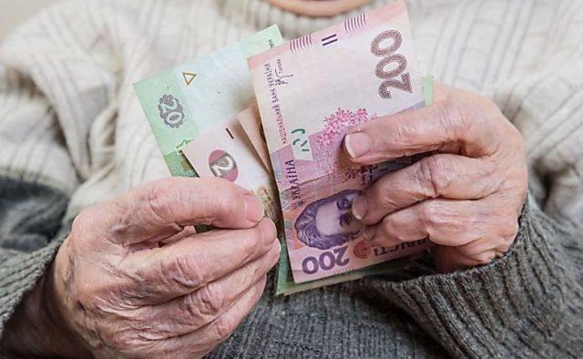 Кому повысят пенсии в первую очередь