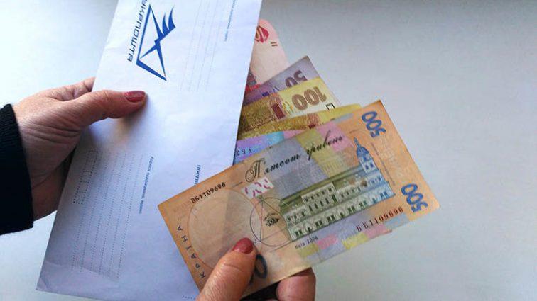 В «Укрпочте» заявили о прекращении доставки пенсионных выплат: В Кабмине приняли кардинальные меры