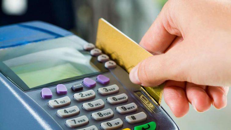 Сектор украинской торговли обяжут принимать безналичные платежи