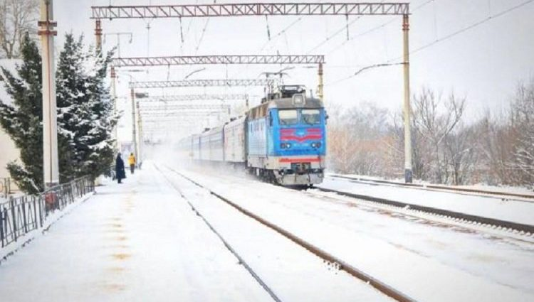 «Укрзализныця» открыла продажу билетов на 29 дополнительных праздничных поездов — перечень рейсов