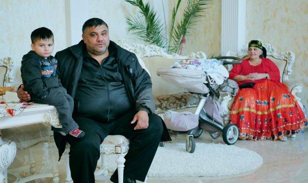«Позавидовал бы даже Янукович»: Вот как выглядит роскошное поселения самых богатых цыган
