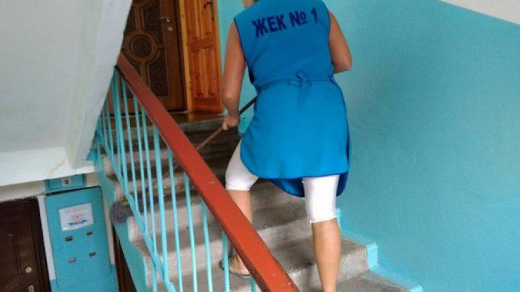 Мыть асфальт, лестницы подъезда и окна: Кабмин напомнил, что обязаны делать ЖЭКи