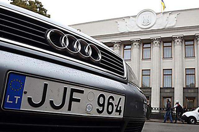 Кабмин утвердил временный порядок растаможивания «евроблях»: какие документы нужны