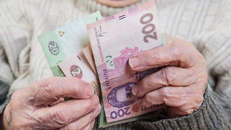 «Денег на выплату пенсий украинцам в стране не хватит», — эксперт