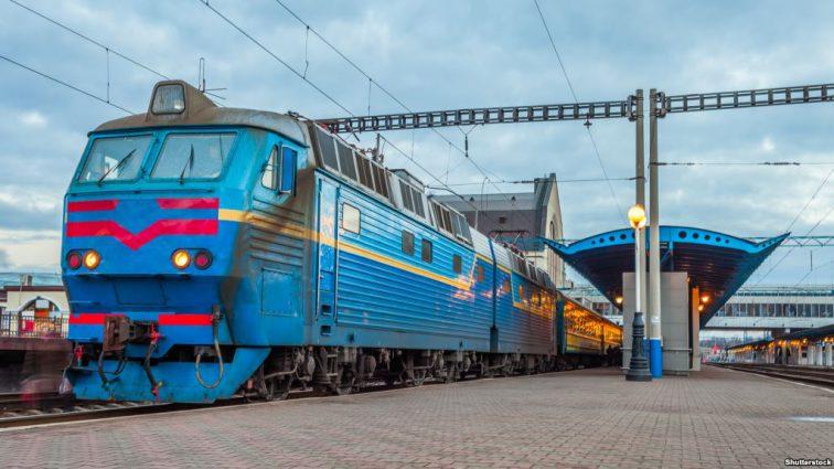 «Укрзализныця» назначила 23 дополнительных поезда на зимние праздники