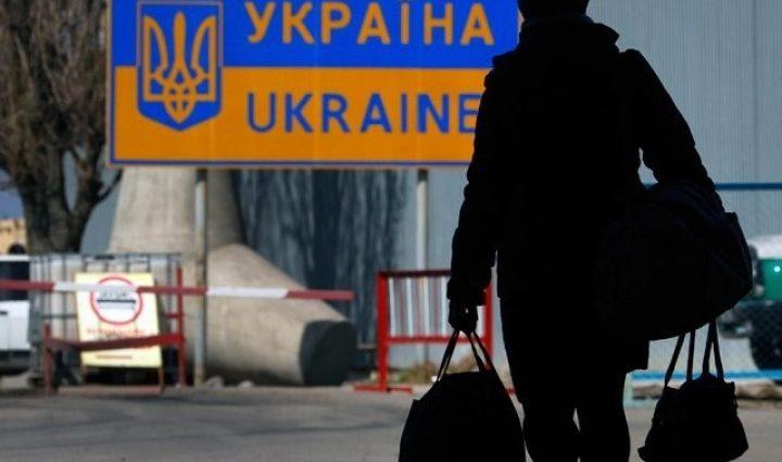 Министр социальной политики Андрей Рева рассказал, сколько среди украинцев заробитчан