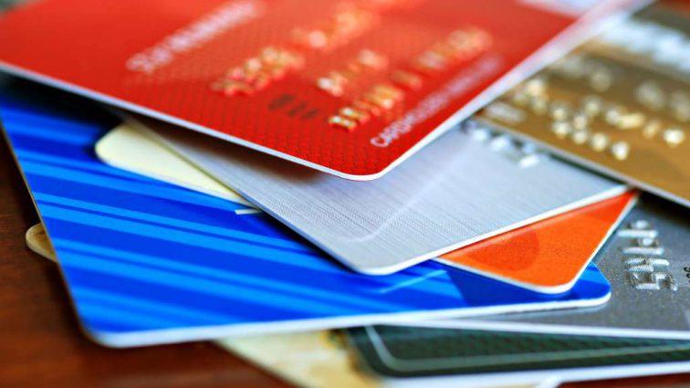 Уже весной: Украинцы смогут снимать наличные с карточек на кассе супермаркета