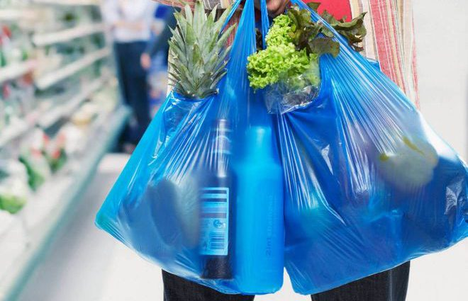 В Украине планируют запретить пластиковые пакеты. Однако это еще не все