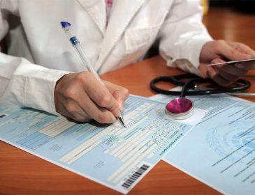 Выплаты начали начислять по-новому: выгодно ли украинцам идти на больничный