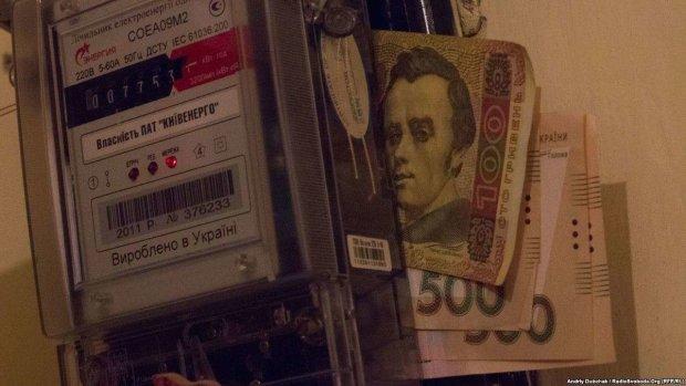 На украинцев в феврале ждет вдвое больше платежек. Как правильно рассчитаться за долги