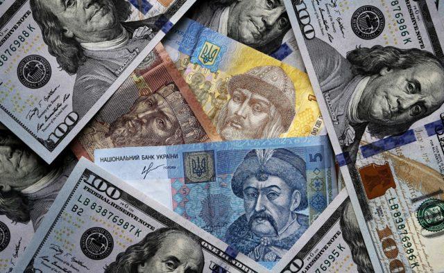 На гривну давят: Экономические эксперты спрогнозировали курс доллара на январь 2019