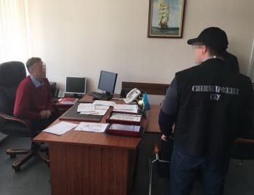 Поймали на взятке: чиновник одесской таможни требовал деньги за растаможку авто